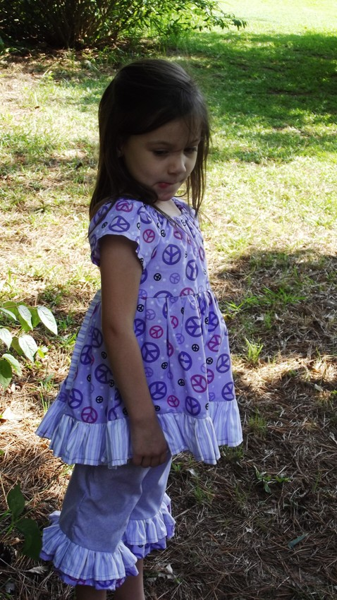 Girl's Dress with ruffles and Ruffled Capri's size3